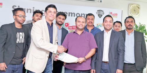 Bashundhara Group Vice-Chairman and Rangpur Riders Managing Director Safwan Sobhan Tasvir hands over documents to Radio Ekattor Managing Director and Maple Leaf International School Administrator Reaz Rahman after signing an agreement at EWMGL conference room in Bashundhara Residential Area on Sunday. Rangpur Riders Chairman Mostafa Azad Mohiuddin and Executive Director Dr Anwarul Iqbal Mitu are seen. — reaz ahmed sumon